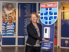 Baldadige spelers, halfvolle kleedkamers en illegale kappers: de corona-uitdaging van clubarts Mineke Vegter van PEC Zwolle