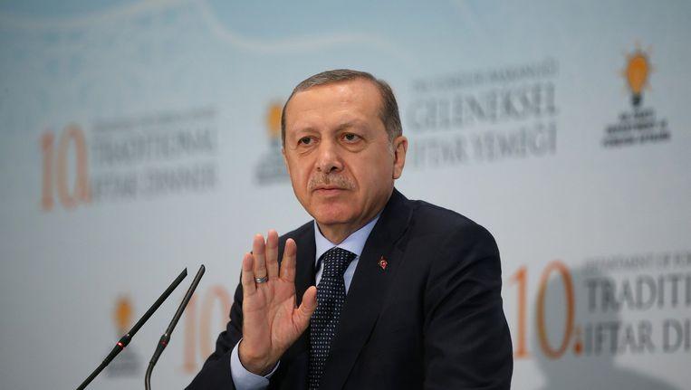 De Turkse president Erdogan verzet zich tegen de isolatie van Qatar door Saoedi-Arabië, Egypte en Bahrein.