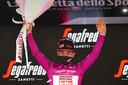 Hij neemt tevens de leiding in het puntenklassement over van Giacomo Nizzolo.