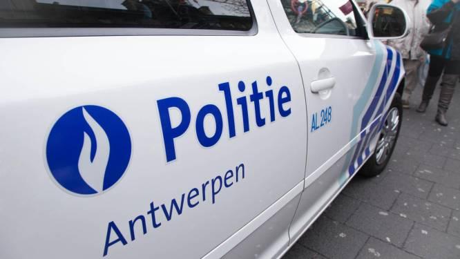 Un enfant de trois ans laissé à l'arrière d'une voiture après une course-poursuite à Anvers