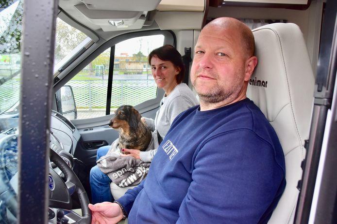 Leon De Belder uit Antwerpen, zijn echtgenote, dochter en hond kwamen maar wat graag langs voor de weging van hun voertuig op de parking van de politiezone Vlas in Kortrijk.