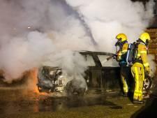 Opnieuw auto door brand verwoest: zesde autobrand van dit jaar in Apeldoorn