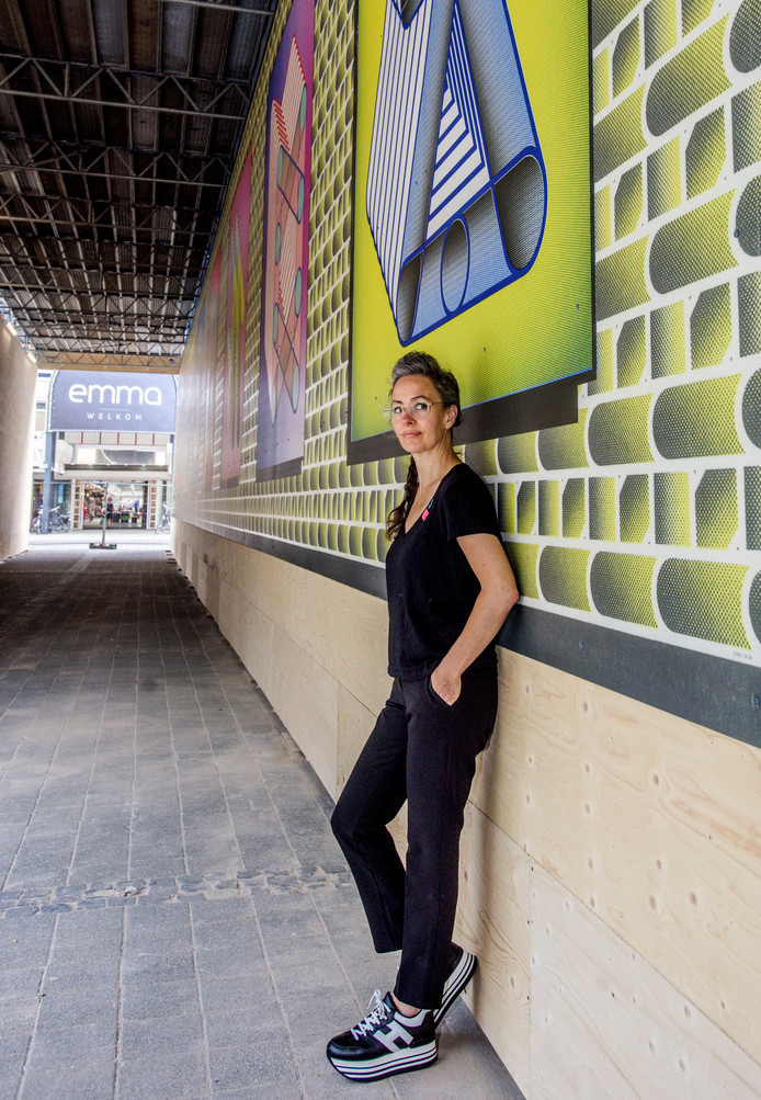 Tilburg Stadhuisplein Kunstenares Sigrid Calon