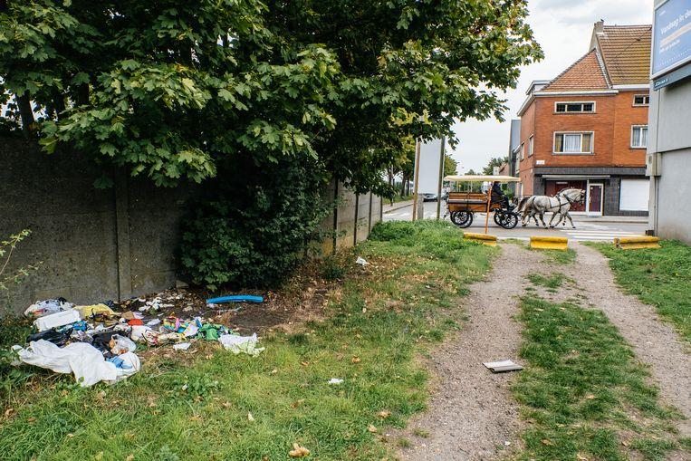 Zwerfvuil in de Gentse Muid-wijk: een prangend probleem.  Beeld Wouter Van Vooren