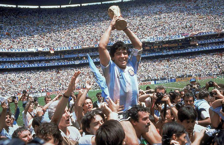 Diego Maradona in Mexico na de gewonnen WK-finale. Beeld AP