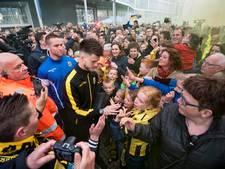 Duizenden fans zwaaien Vitesse uit richting bekerfinale