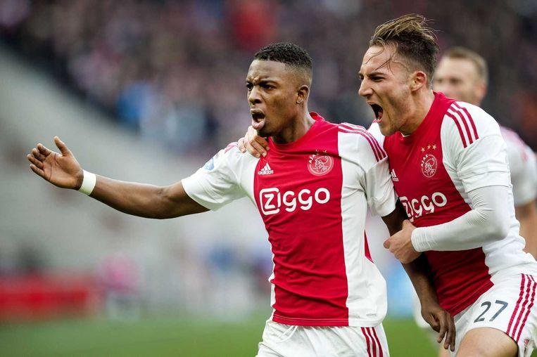 Bazoer en Gudelj vieren het doelpunt tegen Feyenoord Beeld anp