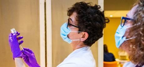 Enorme stapel overgebleven vaccins: het Albert Schweitzer gooit ze niet weg en stuurt ze ook niet terug