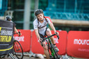Marit van den Berg in actie tijdens triatlon op Jersey.