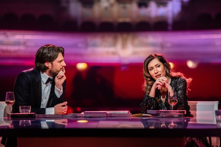 Renze Klamer en Fidan Ekiz als presentatoren van het BNNVara-programma De Vooravond. Beeld ANP