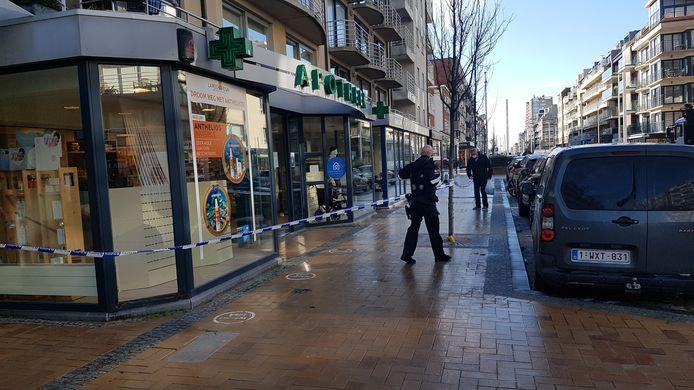 De apotheek is afgesloten door de politie. Niemand mag er binnen of buiten in afwachting van de civiele bescherming.