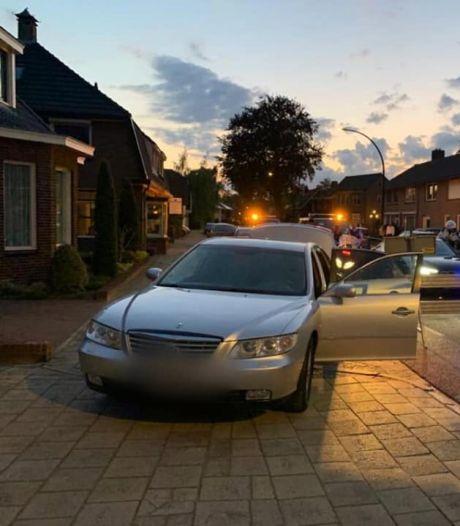 Verdachte van mensensmokkel rijdt zich vast op wegversperring vanwege werkzaamheden