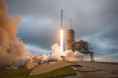 SpaceX stuurt in 2018 twee ruimtetoeristen rond de maan