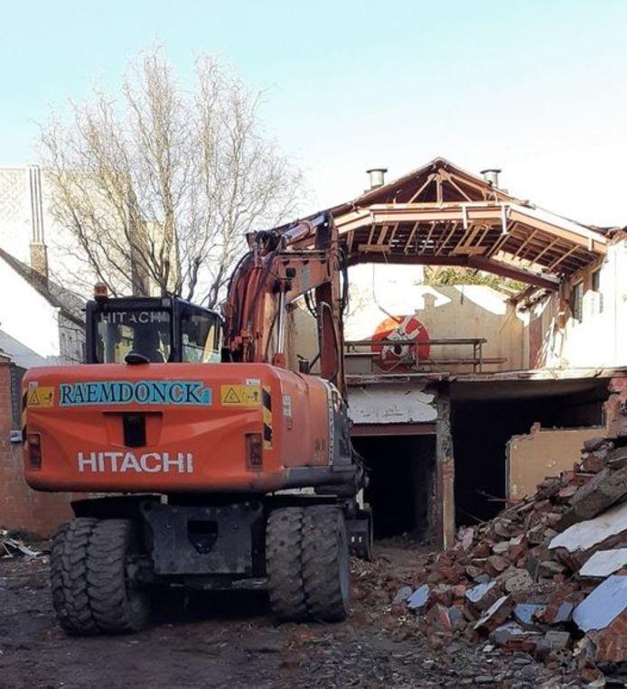 Na bijna 58 jaar onafgebroken dienst als judolokaal werd de voormalige thuis van de koninklijke judoclub Zelzate vorige week gesloopt.