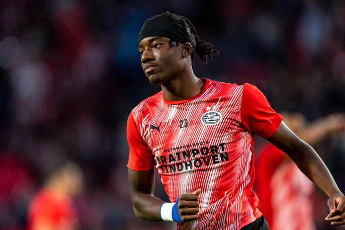 Noni Madueke blijft nog een jaar langer bij PSV.