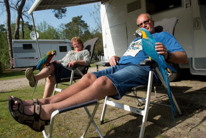 Wim en Marjo Greven op camping Lierderholt. Zij verhuren hun campers via Camptoo.