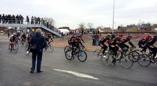 De Kaaimannen onderweg na officiele opening van de Wielerexperience in Roosendaal
