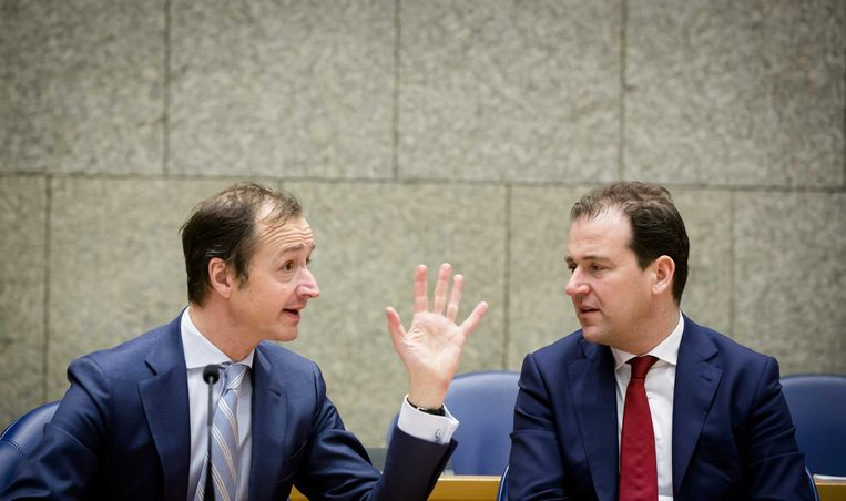 Staatssecretaris Eric Wiebes van Financiën  en Minister Lodewijk Asscher van Sociale Zaken.  Beeld ANP