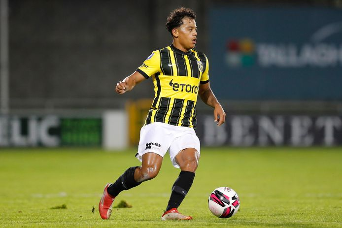 Million Manhoef in betere tijden, in actie tijdens een Europees duel van Vitesse.
