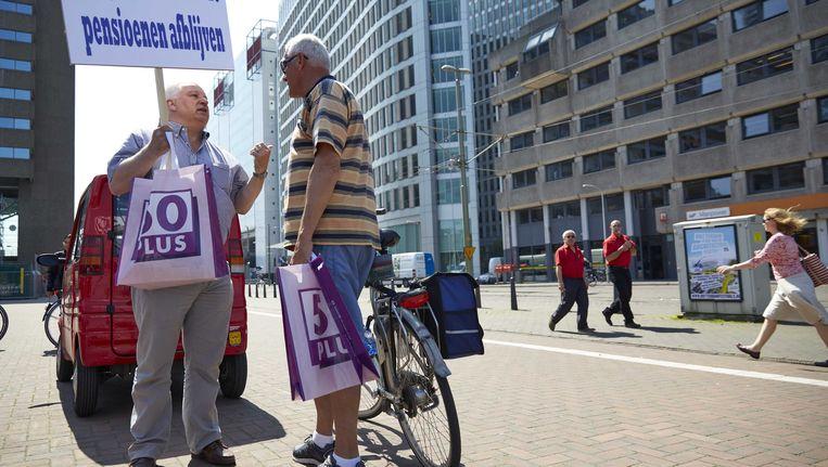 Deelnemers aan een protest in 2014 bij het Centraal Station in Den Haag tegen de mantelzorgboete. Beeld ANP