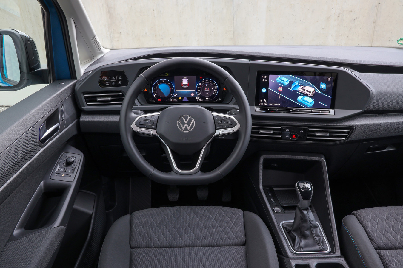 Grote schermen en moderne veiligheidssystemen: de Caddy loopt in de pas met andere nieuwe Volkswagens zoals de Golf
