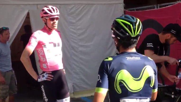 Dumoulin liet na de aankomst duidelijk blijken dat hij niet begreep waarom Quintana en Nibali niet wilden meerijden. Beeld kos