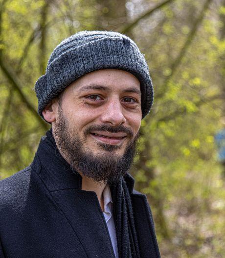 Mehdi uit Hattem haalt radeloze dakloze man in huis: 'We speelden op de PlayStation en aten een uitsmijter'