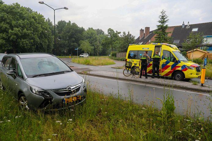 Een barst in de voorruit van deze auto is de stille getuige van een aanrijding vrijdagochtend in Apeldoorn.