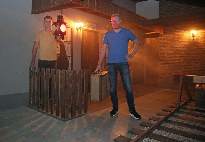Henri Kok en Klaas Dons in hun gloednieuwe Escape Room.