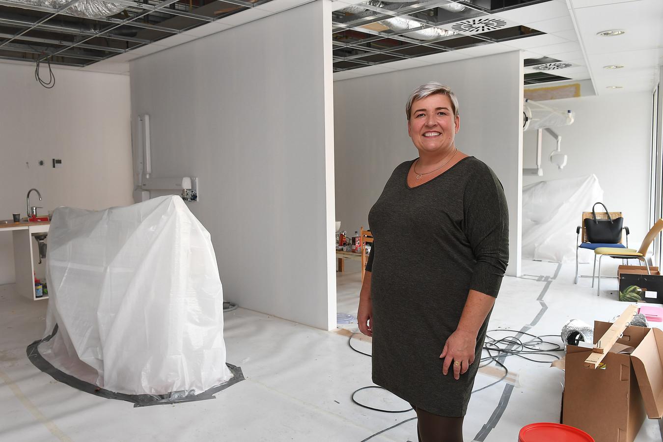 Nancy van Deursen begint met een compagnon een tandartspraktijk in Overloon.