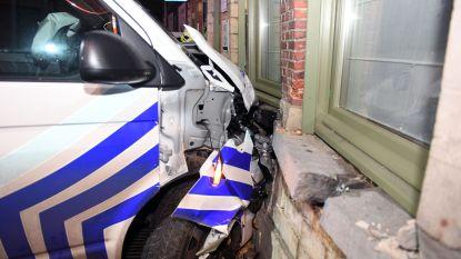 """Uitbater reageert na crash van politiecombi tegen restaurantgevel: """"Binnen is schade groter dan verwacht"""""""