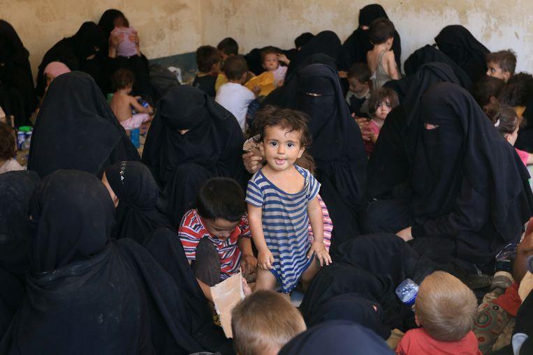 Vrouwelijke Syriëgangers en hun kinderen in de Koerdische vluchtelingenkampen in de buurt van Tal Afar, Irak. Beeld Reuters