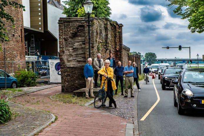 Beeld van een jaar geleden van het fietspad (tijdelijk) op de Welle. Die situatie is nog steeds zo.
