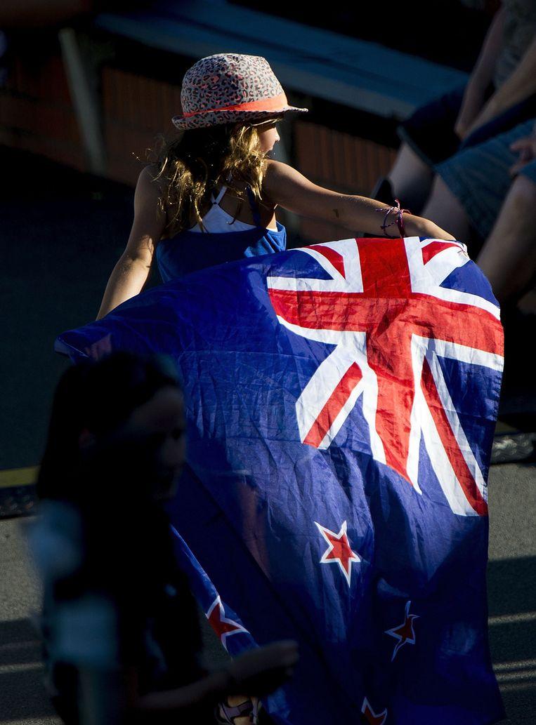 Een meisje met een vlak van Nieuw-Zeeland bij een cricketwedstrijd tegen India. Beeld afp
