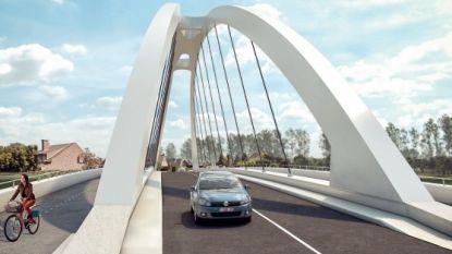 Tijdelijke fietsersbrug tussen Ooigem en Desselgem heeft hellingspieken tot 15%: 'Maar dat is beter dan het eerste ontwerp met enkel maar trappen'