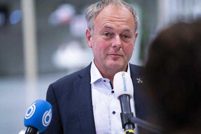 Burgemeester Henri Lenferink van Leiden arriveert voor het Veiligheidsberaad. D