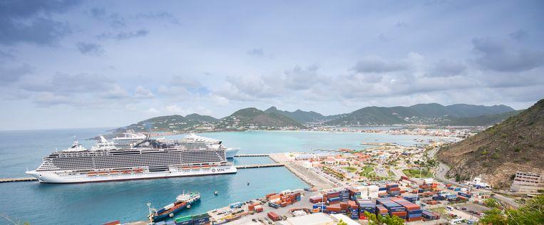 De (thuis)haven van Sint-Maarten met op de achtergrond hoofdstad Philipsburg.  Beeld Niels Wenstedt / ANP