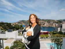 Linda woont op Mallorca en koopt veel zomerkleding: 'Ik koop elke week een nieuwe jurk'