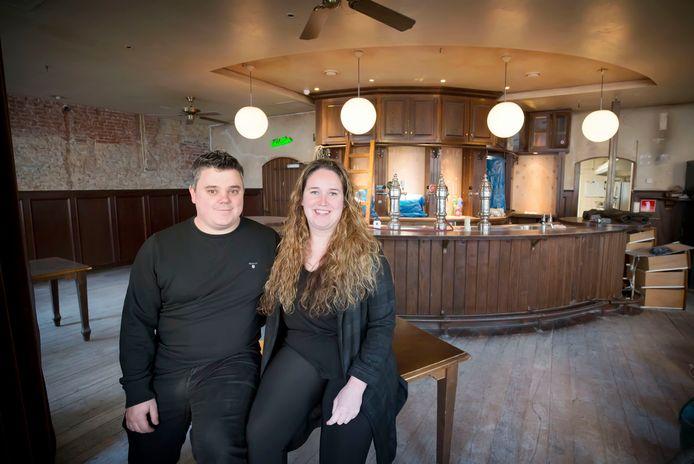 Bjorn Huigen en Lisa Simons zijn de nieuwe uitbaters van De Witte Leeuw in Raamsdonksveer.