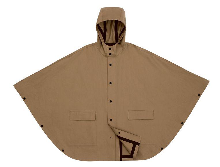 Zandkleurig met capuchon en zwarte tapering van Hermès, prijs op aanvraag.  Beeld rv