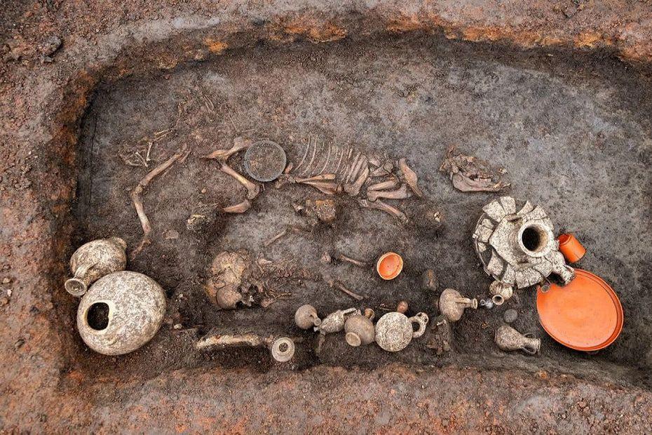 La sépulture découverte sous l'aéroport d'Aulnat (Clermont-Ferrand, Auvergne)