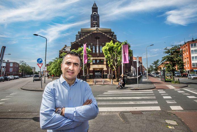 Ondernemer en 'de Koning van Transvaal' Atalay Celenk voor de Julianakerk / plaza. (Den Haag 24-06-20) Foto:Frank Jansen
