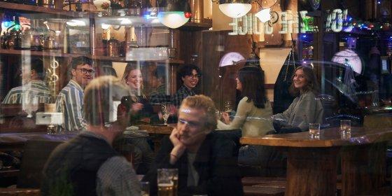 In Zweden kan je nog naar het café: 'Social distancing is de normale manier van leven'