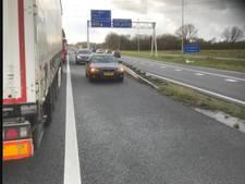 Spookrijders langs file A58: 'Levensgevaarlijk, zelfs vrachtwagens komen achteruit'