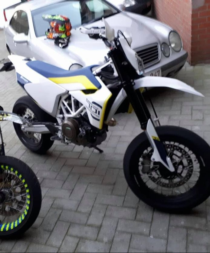 De gestolen motorfiets van Kevin Roose uit Koekelare, een Husqvarna 701