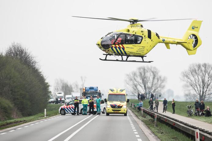 De traumhelikopter landde midden op de N348 in Brummen.