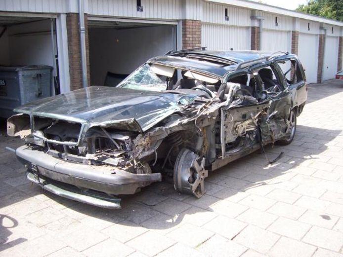Een Volvo met iets meer dan alleen parkeerschade.