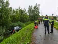 Auto zonder bestuurder aangetroffen in sloot Alphen