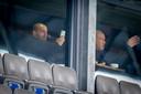 Wesley Sneijder (links) met zijn Udense zakenpartner Ebert Dollevoet in stadion De Vliert tijdens de wedstrijd FC Den Bosch - NAC (1-1) op zaterdag 23 januari.