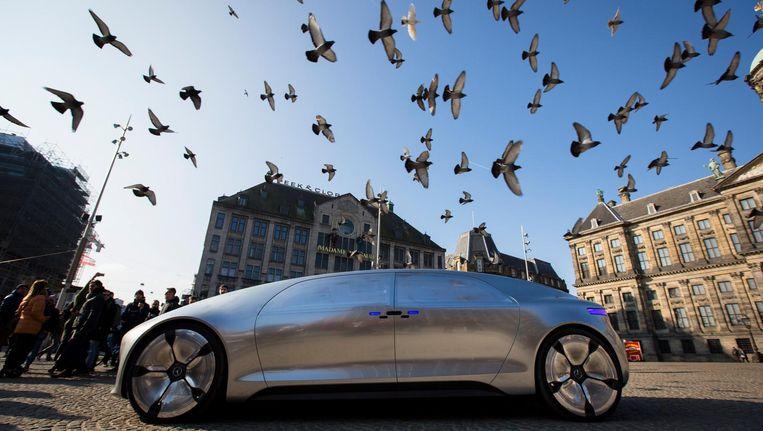 De zelfrijdende, hybride F 015 van Mercedes in maart van dit jaar tijdens een presentatie op de Dam Beeld ANP